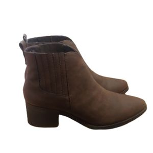 Dunes pull on brown heeled pointed toe booties
